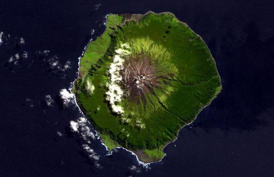 Tristán de Acuña,  lugares más aislados del mundo
