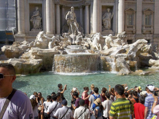 Roma fontana de Trevi  crónicas italia